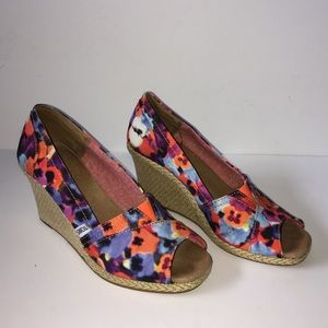 TOMS Classic Floral Peep Toe Wedge Sz 8